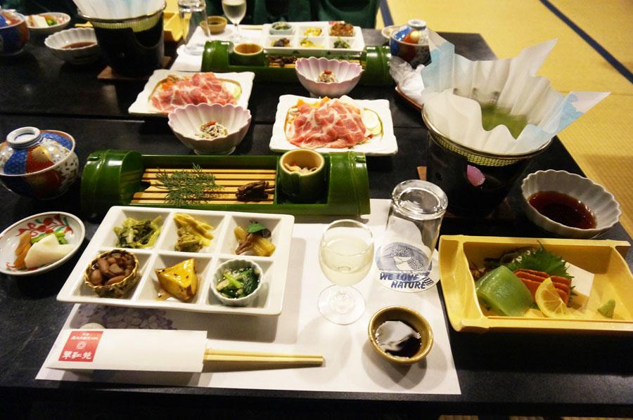 寸又峡温泉翠紅苑(すいこうえん)あかね亭での夕食のお料理