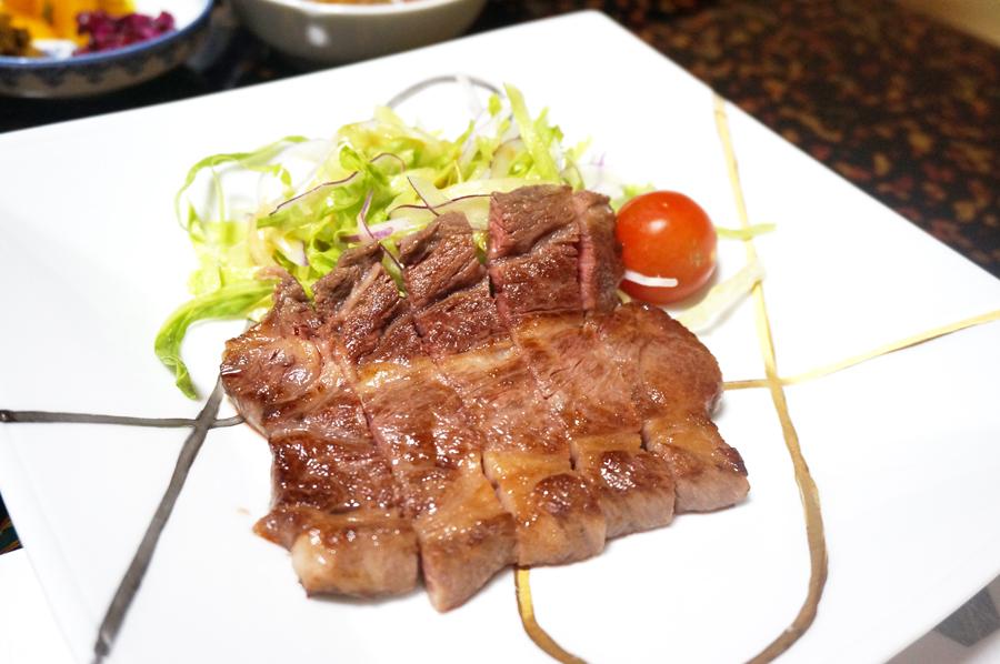 湯の山温泉三峯園の夕食、お部屋食のステーキ付き懐石